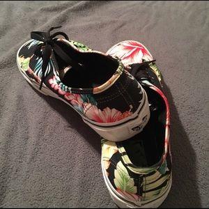 cf6d31cd3873ac Vans Shoes - Vans Authentic Classics Hawaiian   Aloha Print 🌺